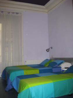 Habitaciones y servicios de casa chueca hostal hostel madrid - Casa chueca madrid ...