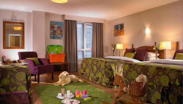 Summer in the City Package- Large Family Room (2 Adults & 4 Children)