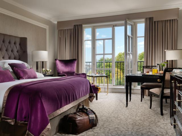 Race & Stay  (Contemporary King Room)