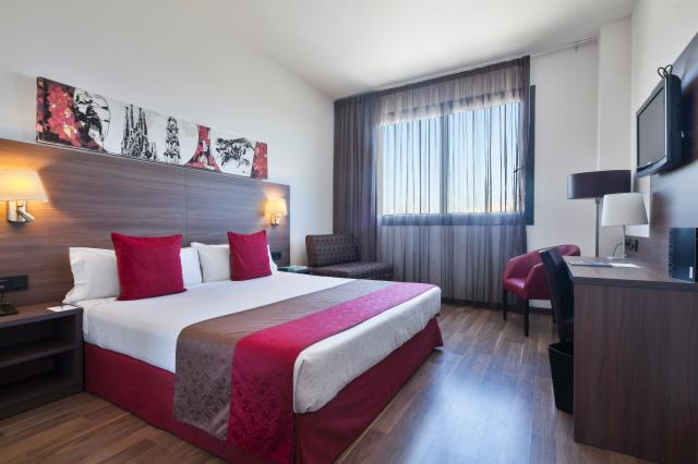 Hotel 4 barcelona book a triple room in barcelona for Hotel 4 barcelona booking
