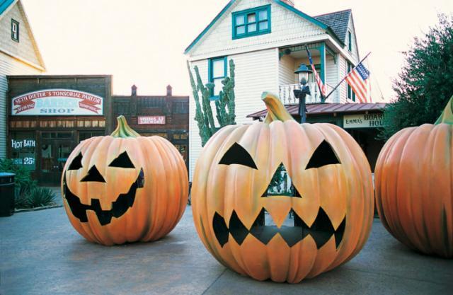 Короткий тур Хеллоуин ПортАвентура (размещение + входные билеты)