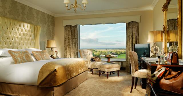 Corrib Deluxe King Room with River View - Bed & Breakfast