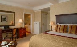 3-Night Bed & Breakfast with 1 Dinner Special (Double or Twin)