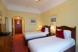 Booking Direct - Standard Triple with Breakfast (1 Double & 1 Single Bed)