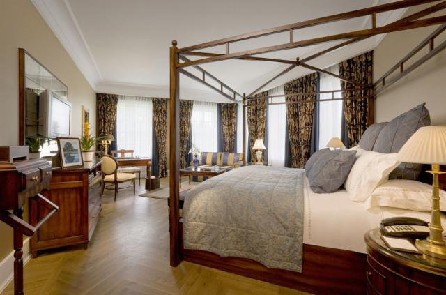 Two nights B&B & One Dinner - Manor House Stateroom (56m2)