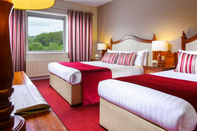 Double or Twin Room with Breakfast (2 People)