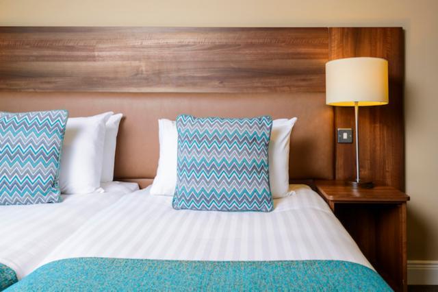 1-Night Eat and Sleep (Double or Twin Room)