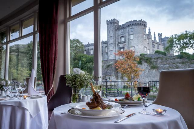 2-Night Special with Breakfast & 1 Dinner (Deluxe Castle Double)