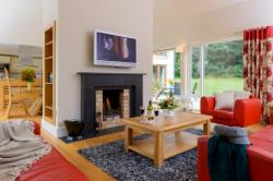 Number 9 Mountain View 4-Bedroom Detached House (Min 7 Nights)