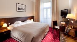 Superior double room single use with breakfast