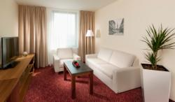 DIRECT5: Business Executive Suite for 1 or 2 people with breakfast