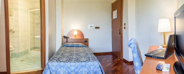 Single Room with small double bed (Breakfast included) - Pay Now and Save