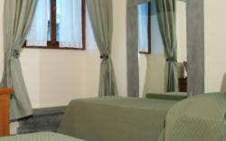 Triple Room - Breakfast Included - Free Cancellation
