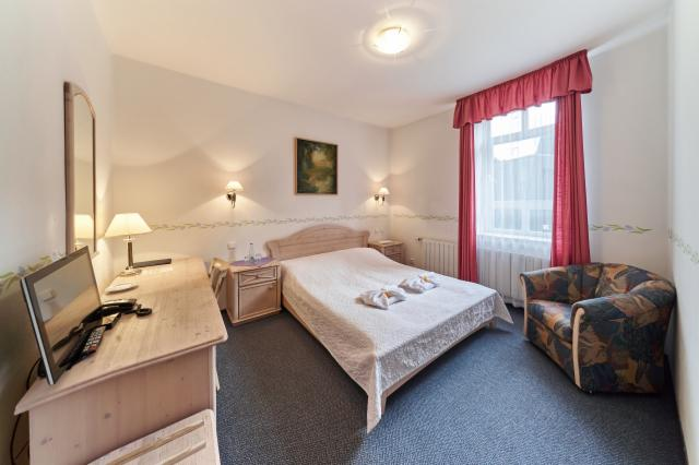 Standard Double Room for 2 people  with Breakfast, FREE Wi-fi & Swimmspa